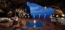 Ristorante Grotta Palazzese, en Italie2